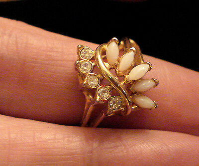 UNCAS OPAL RHINESTONE COCKTAIL RING Gold Tone U w/ arrow mark ✿ size 8