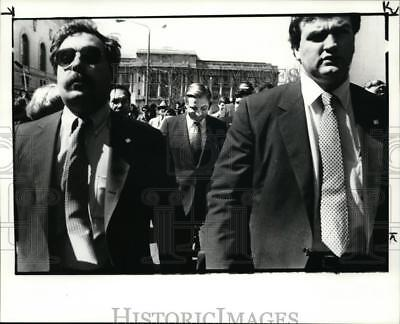 1984 Press Photo Secret Service Agents lead Mondale up E6th St from City Hall