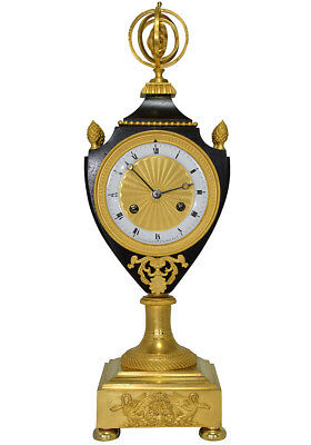 Pendule Vase. Kaminuhr Empire clock bronze horloge antique cartel