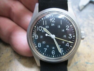 US MILITARY MENS STAINLESS SCREW BACK BLACK DIAL Running Men's Watch