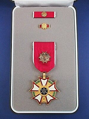 Genuine U.s. Legion Of Merit Officer Medal Order In Presentation Case