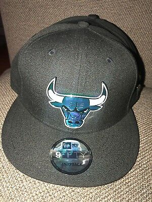 53b64940f21f4a NWT Adult New Era NBA Chicago Bulls Metal Badge Black Blue SNAPBACK Hat  32