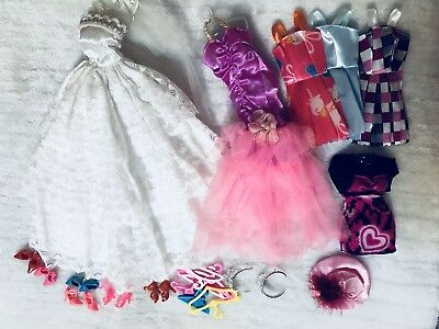 21P   〓 (6 clothes+ 6  shoes + 6  hangers+3 accessories) for Barbie Doll