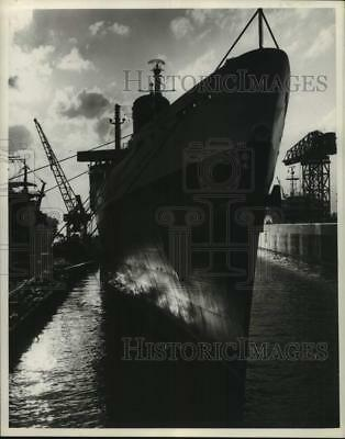 1951 Press Photo U.S.S United States Docked - hcx37279