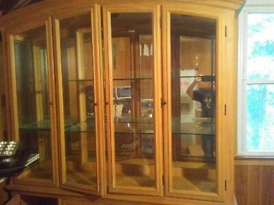 Thomasville Oak China Cabinet Hutch With Lights Excellent Condition