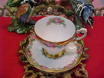 Tuscan Heavy Gold with Roses Bone China Tea Cup & Saucer England