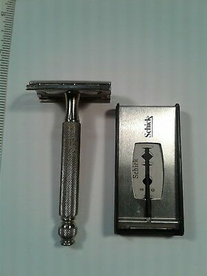 Vintage Gillette Tech Travel Safety Razor In Good Used Condition With 2 Blades