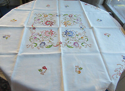 Embroidered Linen Tablecloth Colorful Flowers & 6 Napkins Vintage