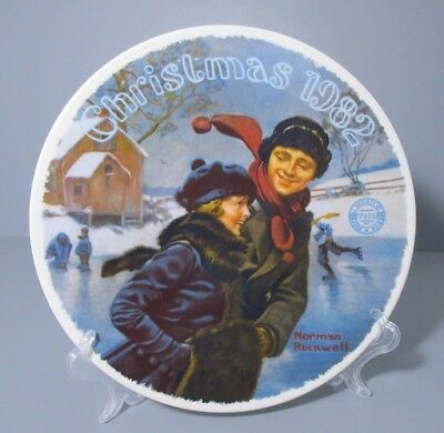 """1982 Knowles Norman Rockwell """"Christmas Courtship"""" Annual Collector Plate"""