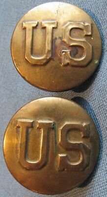 "Pair of US Army officer M1902 horse bridle ""US"" rosettes, smaller variant"