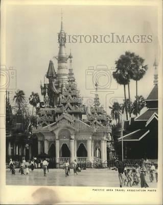 1969 Press Photo The Shwedagon Pagoda in Burma which Burmese Buddhists visit