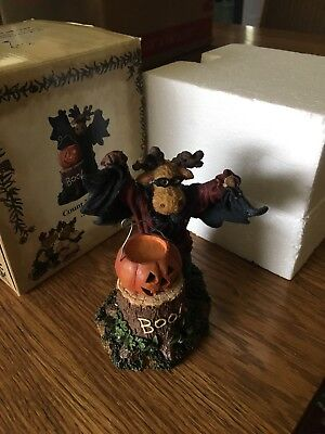 Boyds Moose Figurine Count Mooseula...Boo!  RARE!! Excellent condition