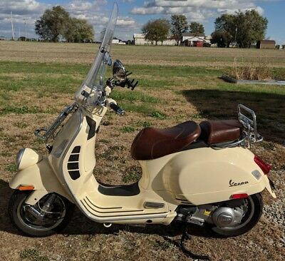 2013 vespa gtv 300 ie scooter moped great condition sienna ivory