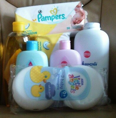 JOHNSONS & PAMPERS BABY GIFT SET (7 items)