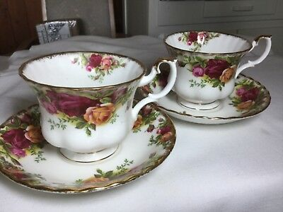 2 Royal Albert Bone China  Cup/ Saucer England    Old Country Rose Pattern