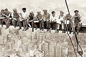 "Poster - Lunch on Skyscraper / Eating Above Manhattan - 24""x36"" Wall Art CJ1320"