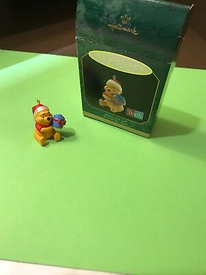 Hallmark Keepsake Miniature Ornaments Winnie the Pooh Honey of a Gift