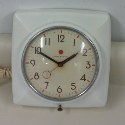 Vintage GE General Electric White Electric Kitchen Wall Clock 2H20 WORKS