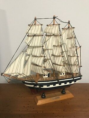 Wooden Model Ship - Ker Shones