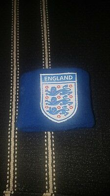 England sweatband also comes with 2 england Badges.