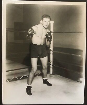 Superb Photograph Of The Great Welterweight Champion Young Corbett Iii In Pose!!