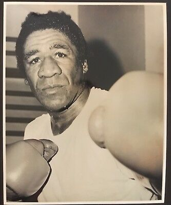 Superb Photograph Of The Great Welterweight Champion Luis Rodriguez In Pose!!