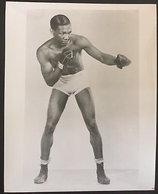 Lovely Photograph Of The Great Featherweight Champion  Chalky Wright In Pose!!
