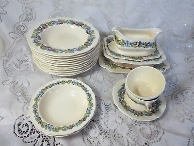 Set Crown Ducal Gainsborough Dinnerware Blue Flowers Grapes
