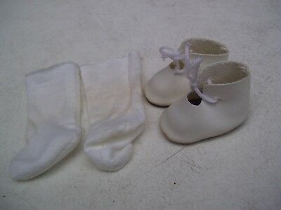 Alte Puppenkleidung Schuhe Vintage White Laced Shoes Socks 40 cm Doll 4 1/2 cm