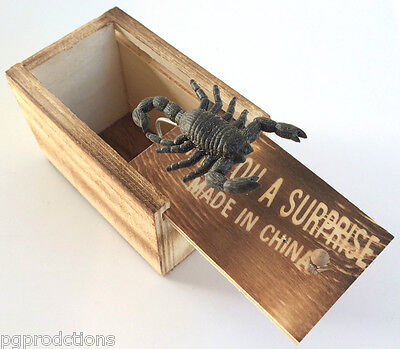 SURPRISE WOODEN BOXED BUG PRANK Scary Pops Out Wood Box Fake Funny Joke Gag Toy