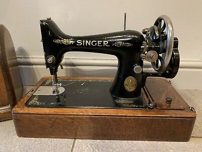 Singer 99 Vintage 1933 Sewing Machine /case, Accessories & Key. Gwo