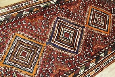 A FABULOUS OLD HANDMADE SHIRAS WOOL ON WOOL ORIENTAL RUG (285 x 137