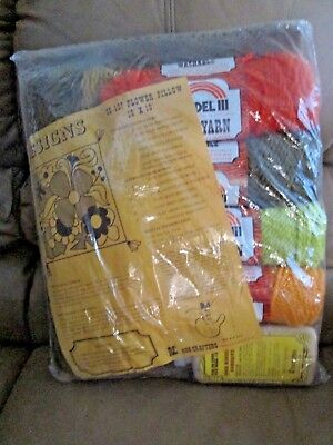 "1975 VINTAGE RUG CRAFTERS 55-107 Flower Pillow Kit 16"" X 16"" Factory Sealed"