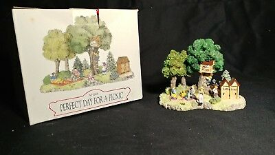 Liberty Falls Ah148 Perfect Day for a Picnic Village AMERICANA Figurine 1998