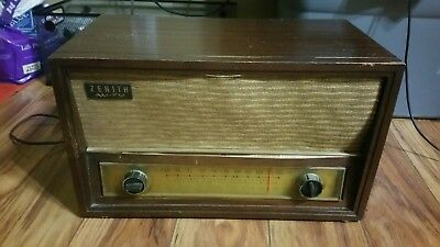 Zenith Long Distance AM FM Tube Radio Model #: C730r  *Tested And Still Working*