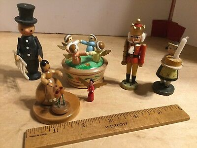 Mix of German and Italian wooden figurines