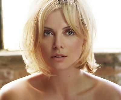 "Charlize Theron in a 8"" x 10"" Glossy Photo 18"