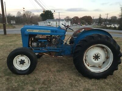 4000  FORD   2wd  POWER STEERING GAS  TRACTOR  OVER AND UNDER TRANSMISSION