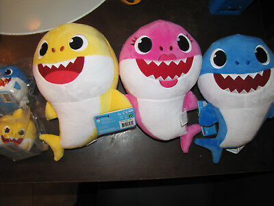Pinkfong Baby Shark Official Song WowWee Baby Shark mommy daddy SINGS english