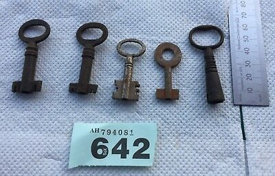 vintage/antique job lot of 5 rusty metal Victorian keys lot no 642