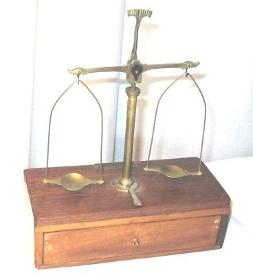 Antique Henry Troemner Apothecary/Gold balance scale w/ original box of weights