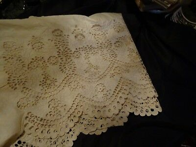Victorian ivory coloured lace tablecloth edging.