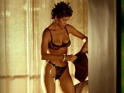 "Halle Berry in a 8"" x 10"" Glossy Photo fhd"