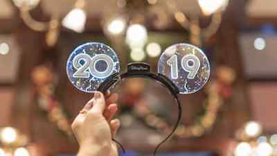 Disney Parks 2019 Happy New Year Celebration Light Up Mickey Mouse Ears Headband