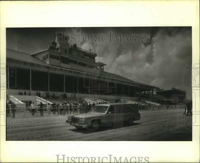 1989 Press Photo Allen LaCombe's hearse circles the Fairgrounds race track