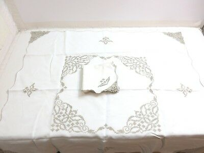4 Vintage Maderia Embroidered Linen Napkins / Placemats + Tablecloth Flowers