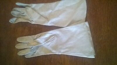 Vintage 1930's Gloves Leather Woman's Size 7 Dove Grey by Trefousse