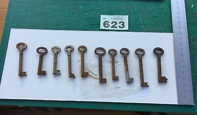 vintage/antique job lot of 10 rusty metal Cupboard keys lot no 623