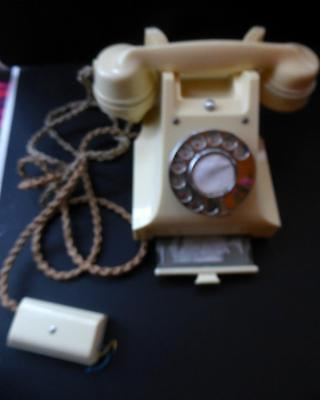 PRISTINE 1950s White / Ivory Bakelite GPO 312 L Dial Telephone. NO DAMAGES