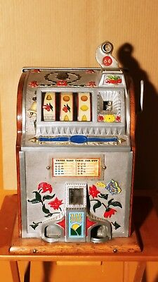 Restored 1920's Mills Pointsetta 5 cent Slot Machine